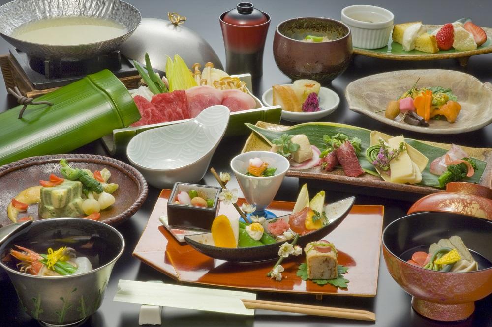 旬の食材と地元の食材を丁寧に調理します。