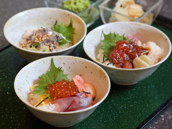 富山の海の幸を贅沢に使用した海鮮丼です。