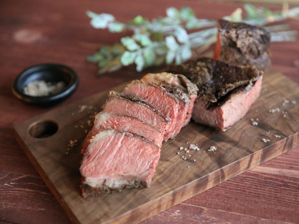 牛肉の炭火焼