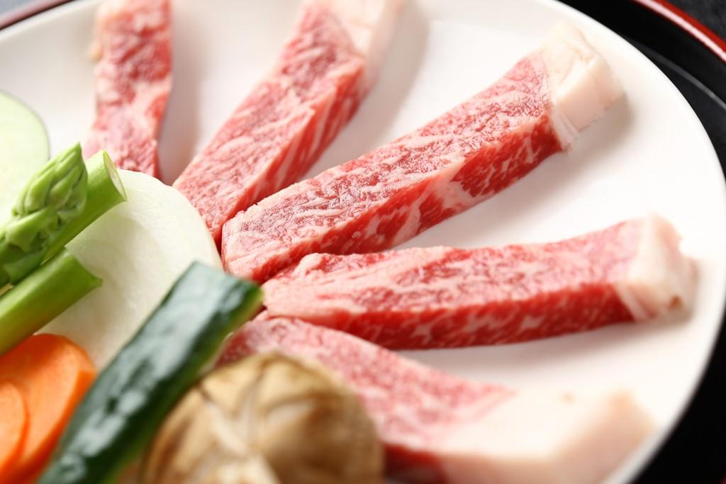 ジュワ〜ッと焼けるあか牛のステーキ