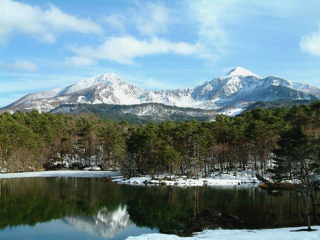 弥六沼と磐梯山の冬景色