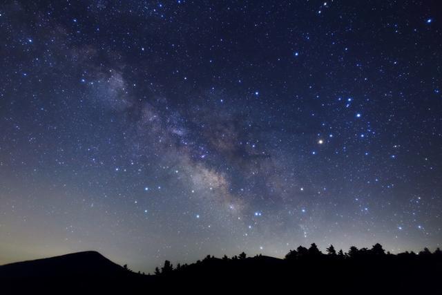澄みきった裏磐梯の夜空を見上げると満天の星空です