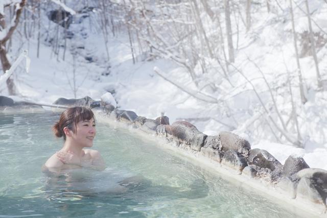 温泉に浸かり、心と体を癒す至福のひとときをお過ごしください