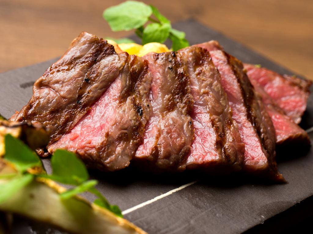 『お酒は世界、食材は国産』にこだわった逸品揃い。九州産の牛ステーキは一番のおススメです♪