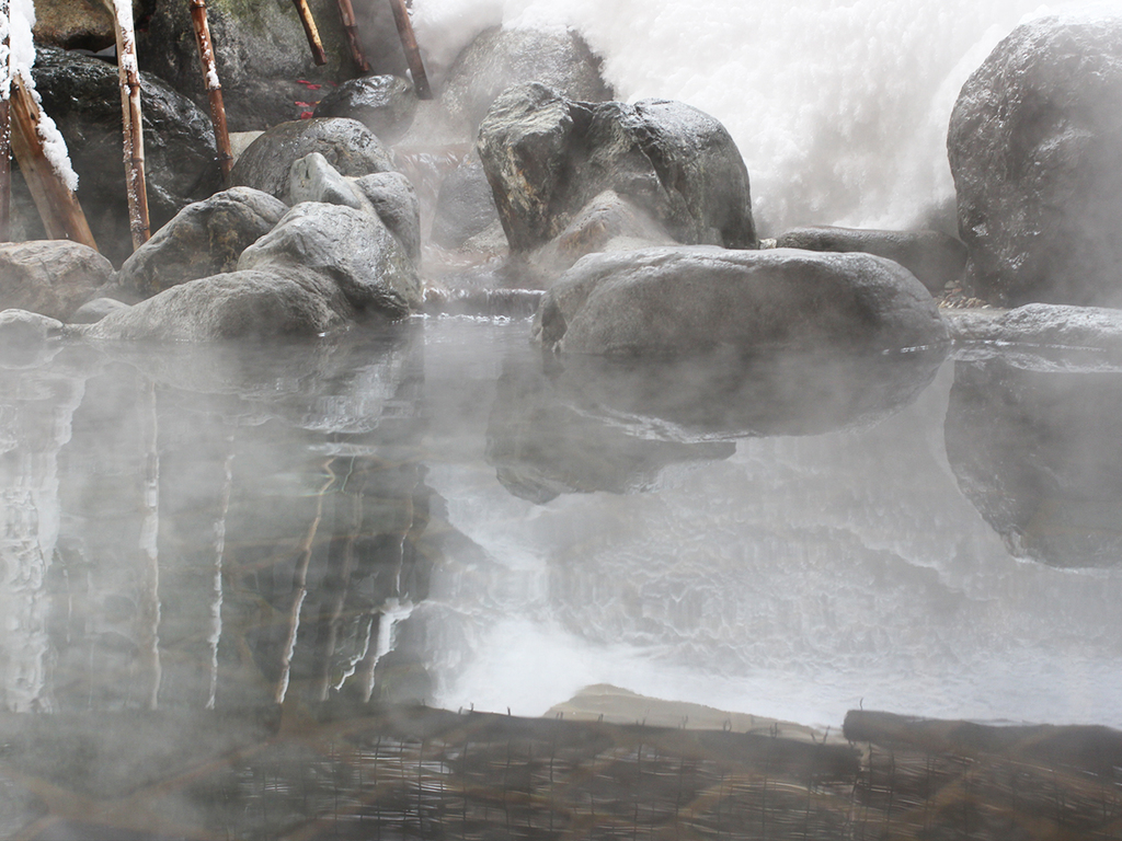 純和風温泉露天風呂 冬景