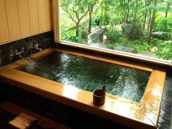 【桧温泉貸切風呂】源泉掛け流し100%。親しいお仲間やご家族で。