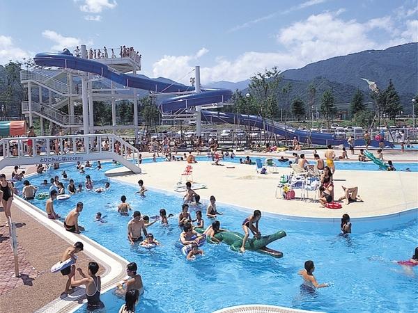 【レジャープールオーロラ】プールの流れに乗ってプカプカ・スイスイ♪泳げない子でも大丈夫!