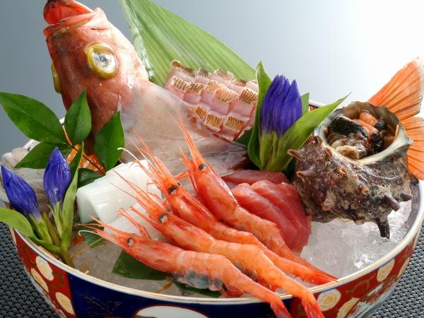 """新鮮海の幸""""旬魚お造里盛合せ""""をおとな人数分ご用意します!!(写真は4名盛りのイメージです。)"""