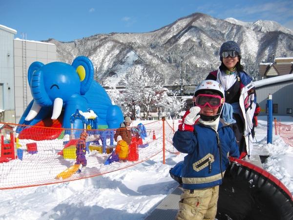 【湯沢高原スキー場・布場スノーランド】ぞうさんのふわふわドームなど、楽しさイッパイ♪