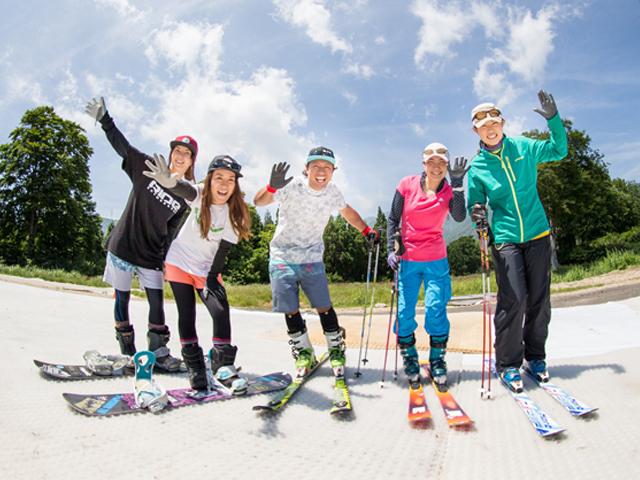 【かぐらスキー場】緑に囲まれるスキー&スノーボード