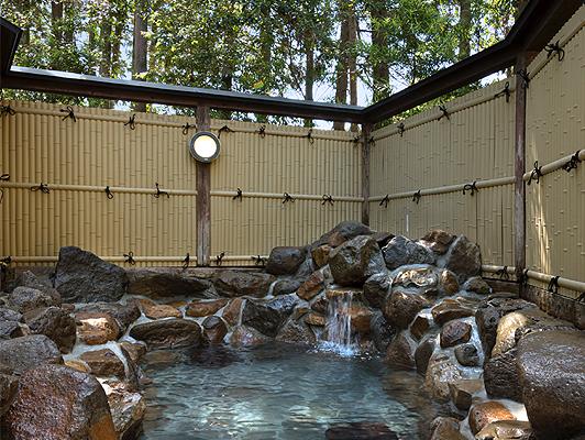 数寄屋造り「翠月」専用の貸切露天風呂
