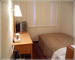 ベッドはセミダブルベッドをご用意してます