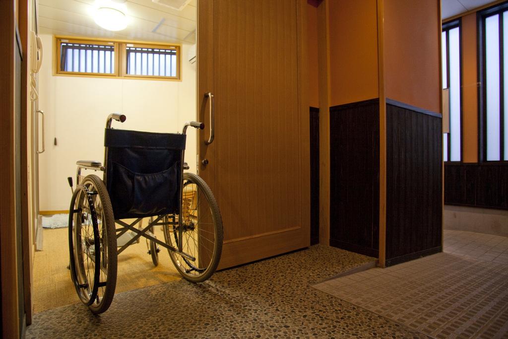 特別室のトイレは車いすでも利用しやすい造りになっています