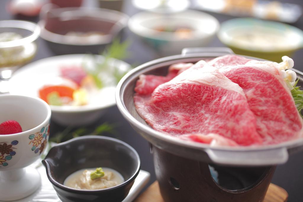 すきやきのお肉は割り下にくぐらせて火を通してからお召し上がりください