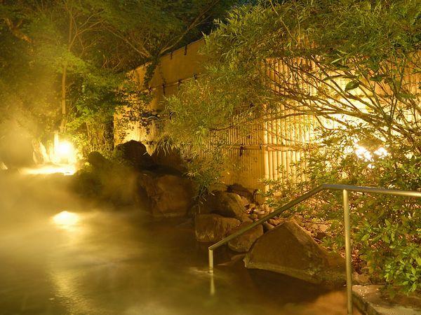 渓流露天風呂(夜)