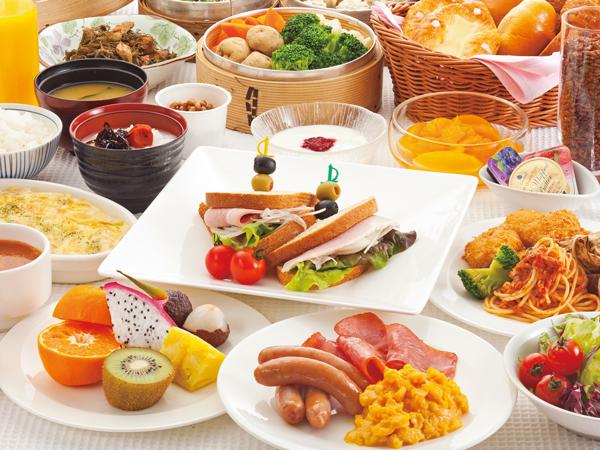 ◇スクランブルエッグやベーコンなどの洋食メニューをはじめ、和食メニューも揃えた「和洋バイキング」(イメージ)