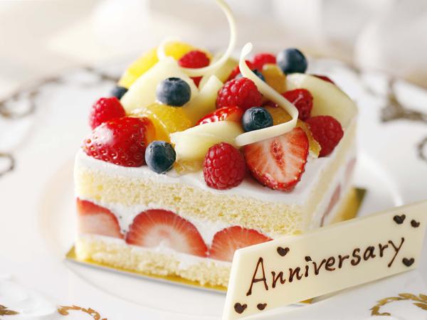 ◇季節のフルーツに彩られたパティシエ特製アニバーサリーケーキ(イメージ)