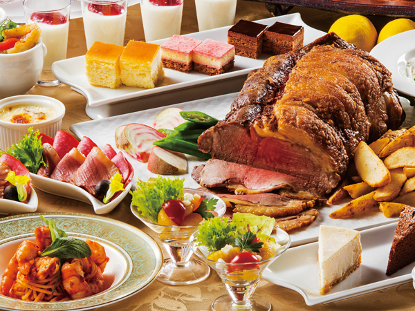 ローストビーフをはじめ、オードブルからデザートまで、様々なメニューが食べ放題のディナーバイキング(イメージ)