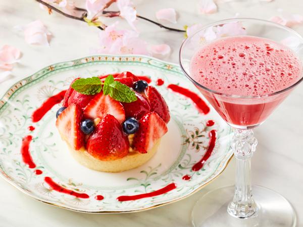 夜カフェ 3-4月限定メニュー「たっぷり苺の春タルト」(イメージ)