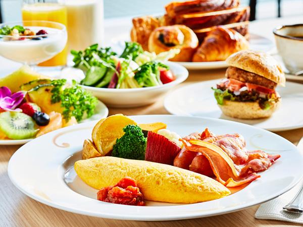 ◇オムレツやベーコンなどの洋食メニューをはじめ、和食メニューも揃えた「和洋ビュッフェ朝食」(イメージ)