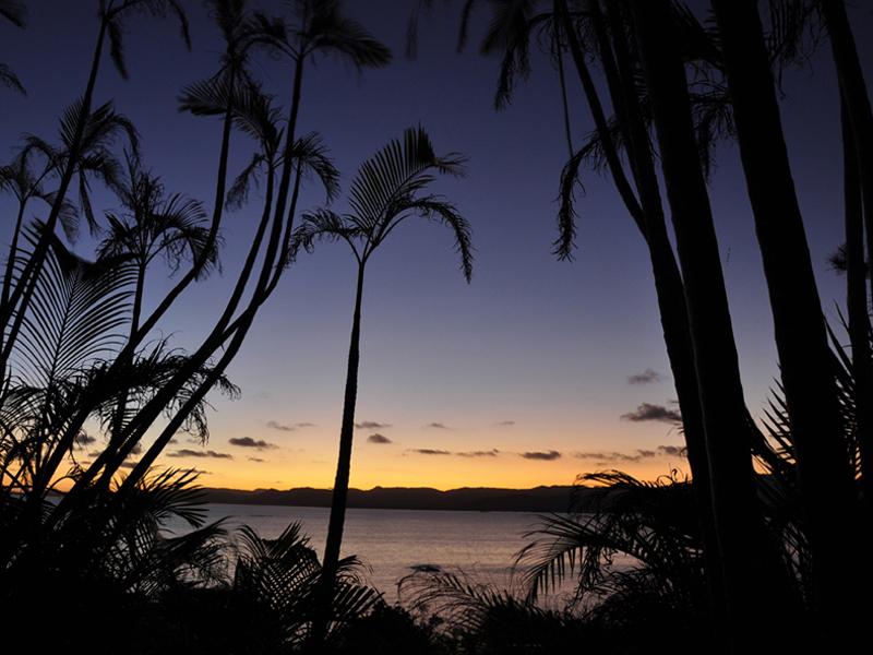 西表島に沈む雄大な夕陽