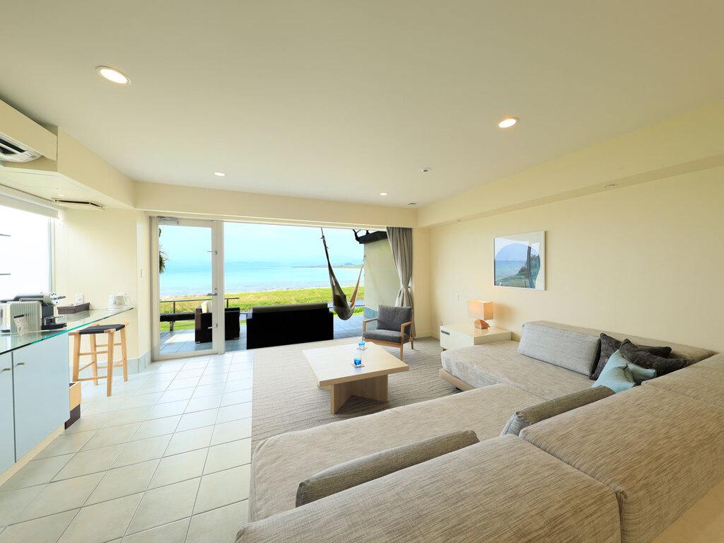 """目の前に西表島を望むはいむるぶし最高ランクの客室""""オーシャンビュースイート"""""""