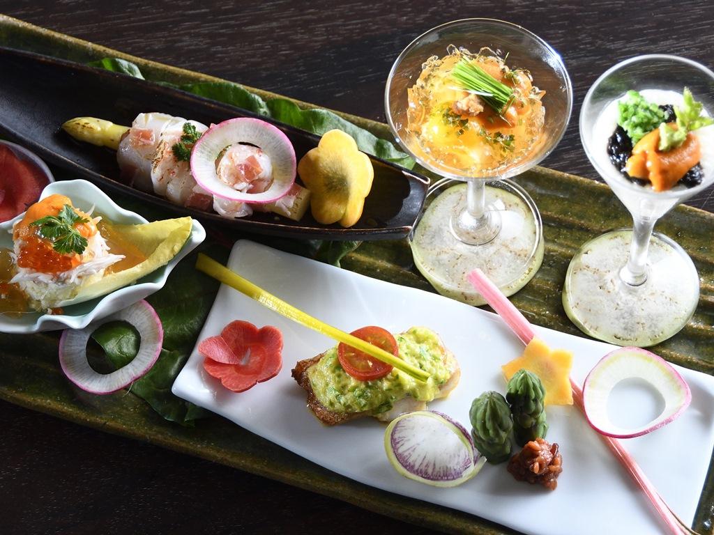 春から初夏の一皿は、雲丹や夏烏賊を俎板皿に色鮮やかに盛り込んだ旬菜五点盛り