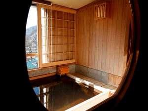 のんびり湯ごもりをお愉しみくださいませ(写真イメージ/お風呂はお部屋のタイプによって異なります)。