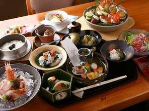 道産の季節の味覚を色彩豊かな会席料理でお召し上がりください。(写真はイメージです)。