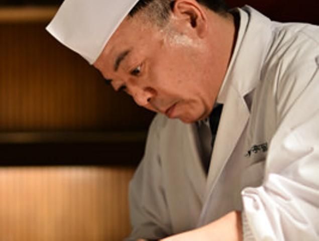 第一寶亭留 総料理長 夏目智博。その時季最もおいしい食材を厳選し、特別なコース料理に。