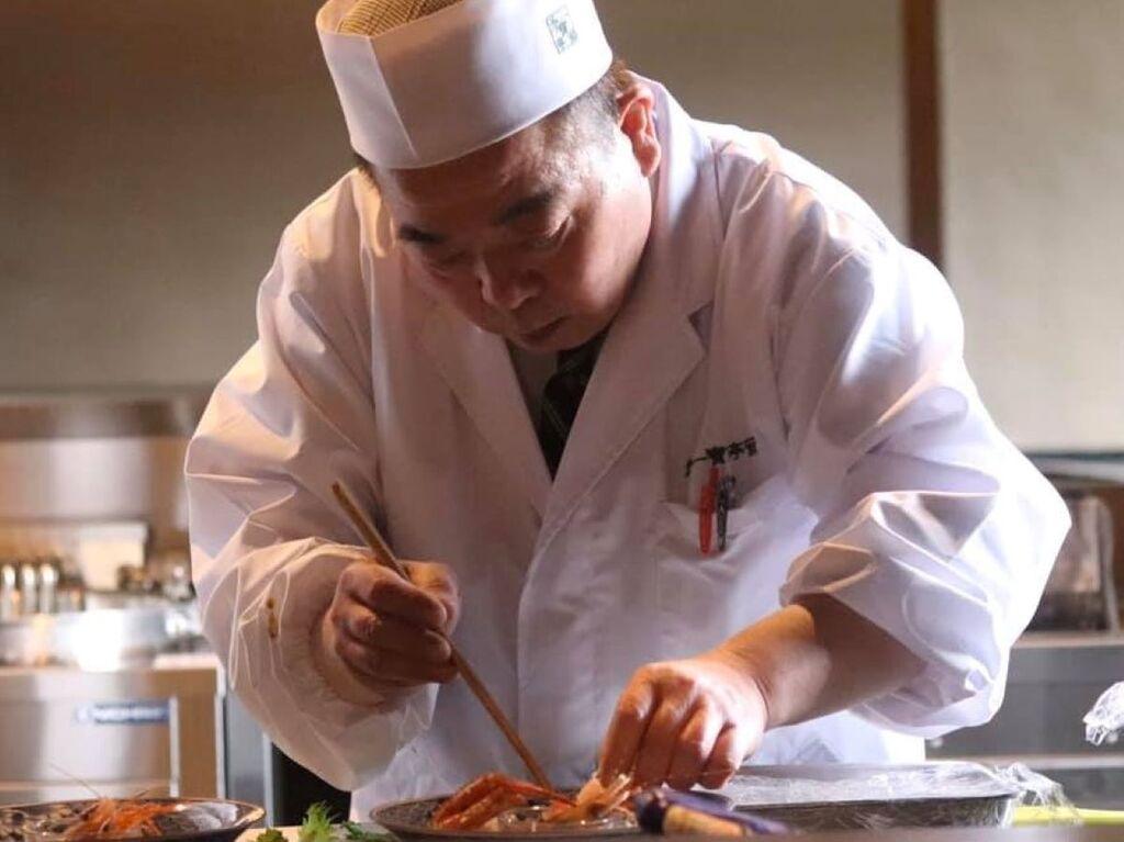 総料理長 夏目率いるすべての調理人が、その経験と技術を最大限に生かし、日々食材と向き合います。