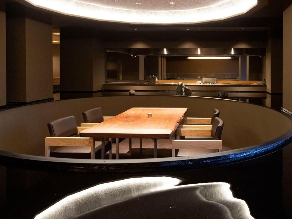 【お食事処「湯相七席」】プライベートに配慮した特別な食空間です。