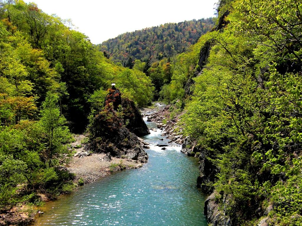 山々と渓谷に抱かれる定山渓。美しい景色を旅の想い出に。
