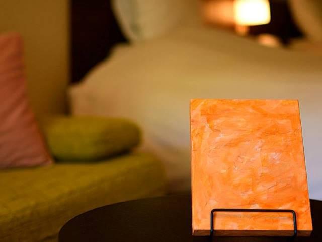 カラーセラピーで選んだ色をお部屋に飾って。暖かな色合いに気持ちがほっと安らぎます。