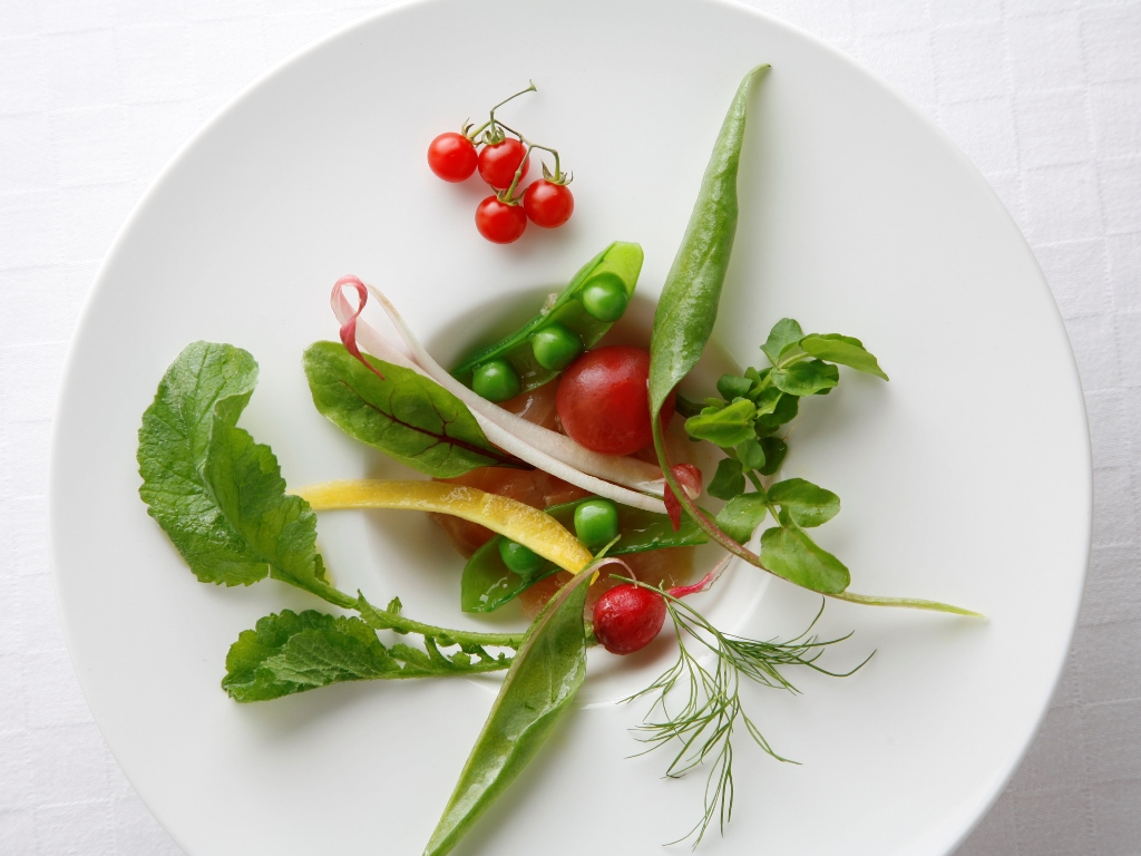 ご夕食イメージ/フレッシュなお野菜もふんだんに使用し、身体の中から美しく。