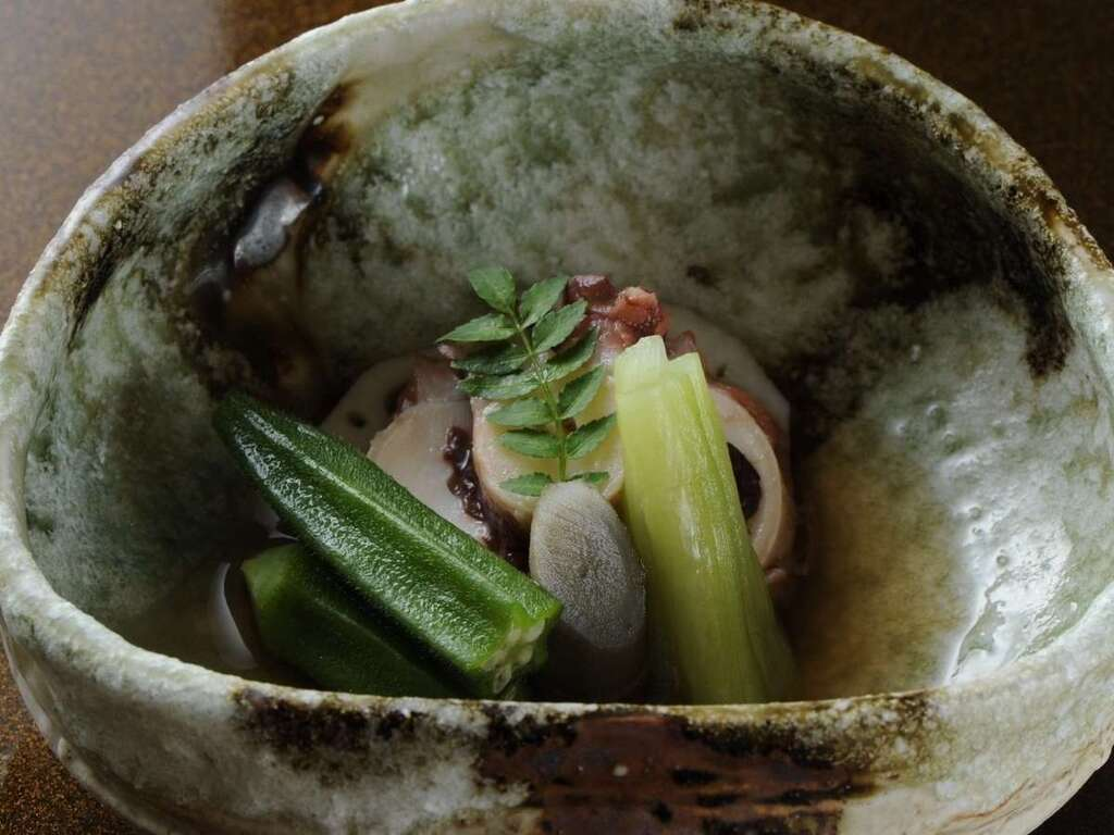 その土地で採れた旬の食材を使った身体に優しい和食ごはんをご用意致します。