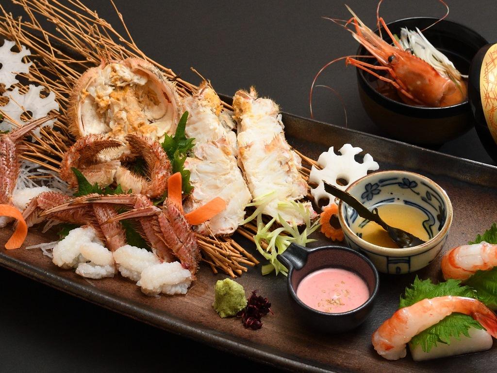 オホーツク海明けの活毛蟹とぼたん海老のお造り(写真はイメージです)。