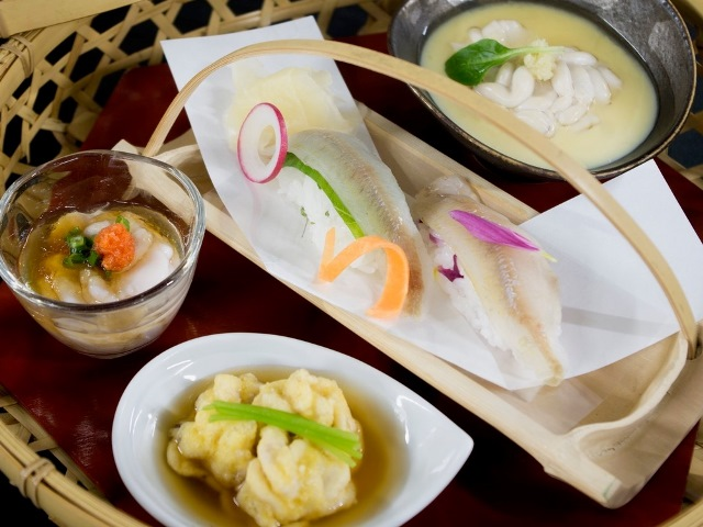北海道ならではのししゃもの握りと、味わい豊かなたち料理三品(写真はイメージです)。
