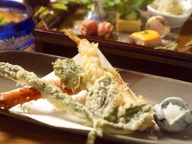 旬の味覚を料理人の技を生かした天婦羅で堪能(写真はイメージです)。