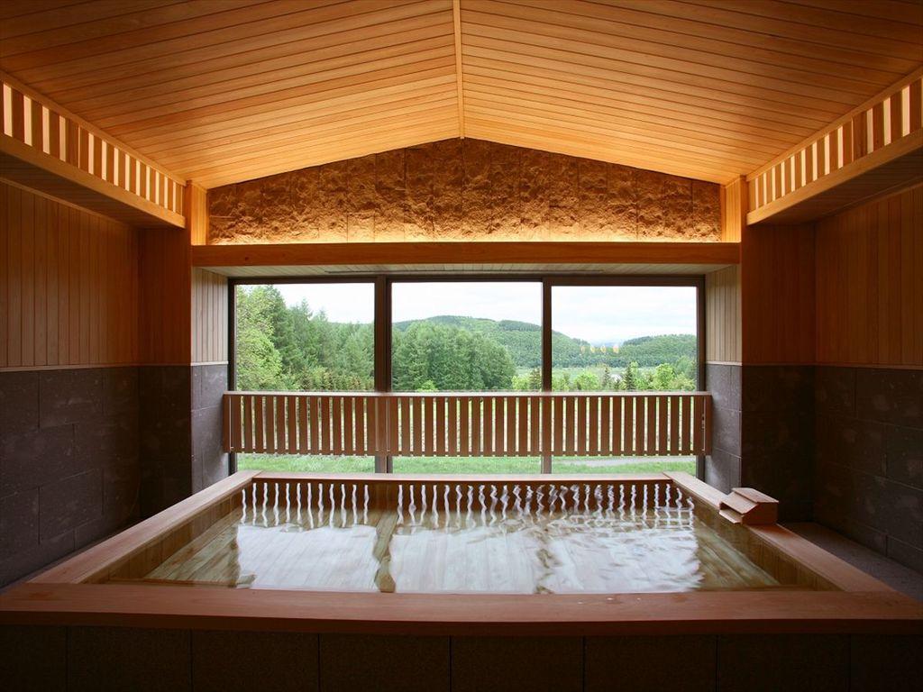 1階大浴場・檜浴槽