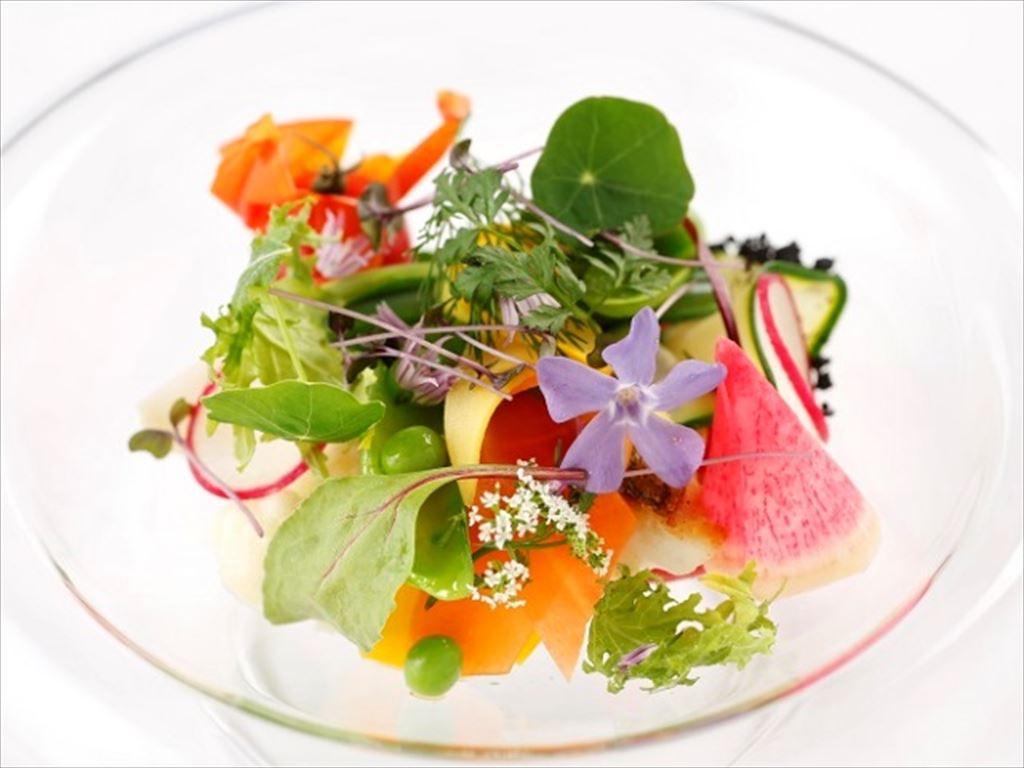 富良野の芽吹きの季節を繊細に表現した一皿(写真はイメージです)。