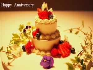 Happy Wedding !幸せいっぱい!パティシェからのサプライズは手作りの2段ホールケーキです。