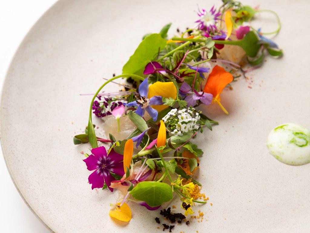 【2019 春のフラノフレンチコース一例】〜自家菜園の野菜やハーブもふんだんに使用〜