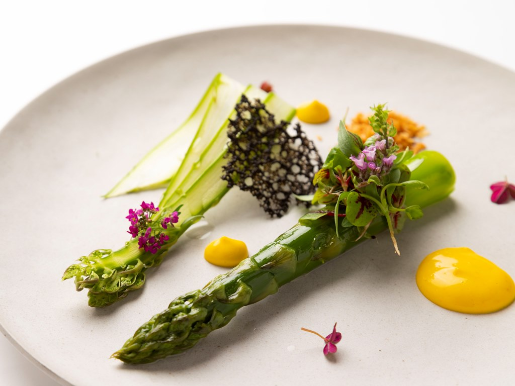 【2019 春のフラノフレンチコース一例】〜真っ白のお皿をキャンパスに見立てて〜