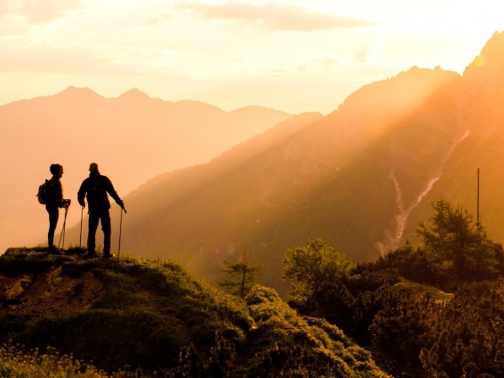 雄大な山々、おいしい空気、心地よい風。登山でニセコの大自然を満喫(写真はイメージです)。