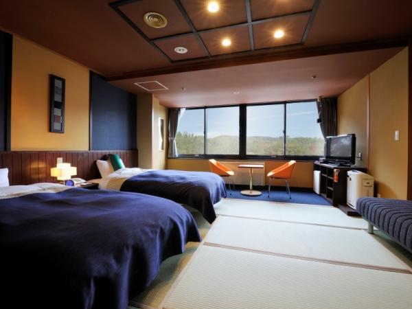 【瑠璃の館】和ツイン〜落ちつきのある和室にベッドをご用意いたしました。