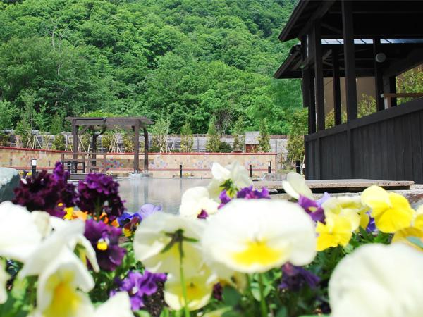 【希みの湯】5月から始まる花の露店風呂