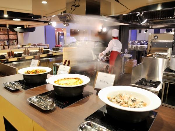 【フードファクトリー グランデュール】〜湯気をあげる熱々の料理を味わえます。