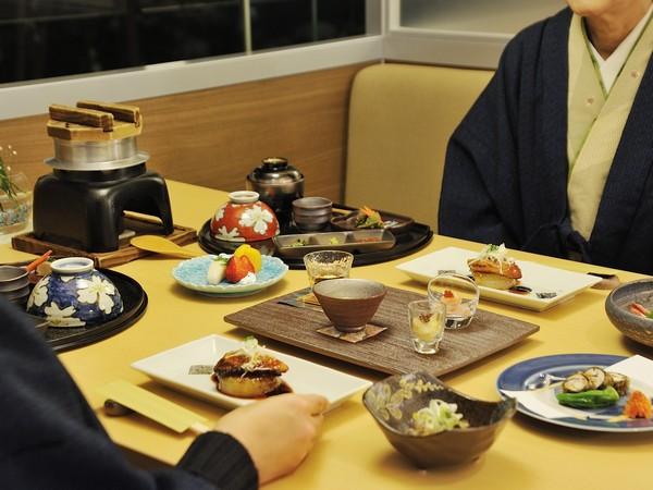 【和食処】「美泉遊膳」〜ご夫婦やご友人と、落ち着いた空間でお楽しみください