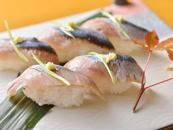 【秋の味覚】秋刀魚の握り(写真はイメージ)